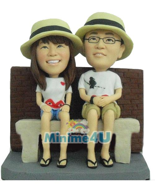 Couple with Straw hat anniversary gift
